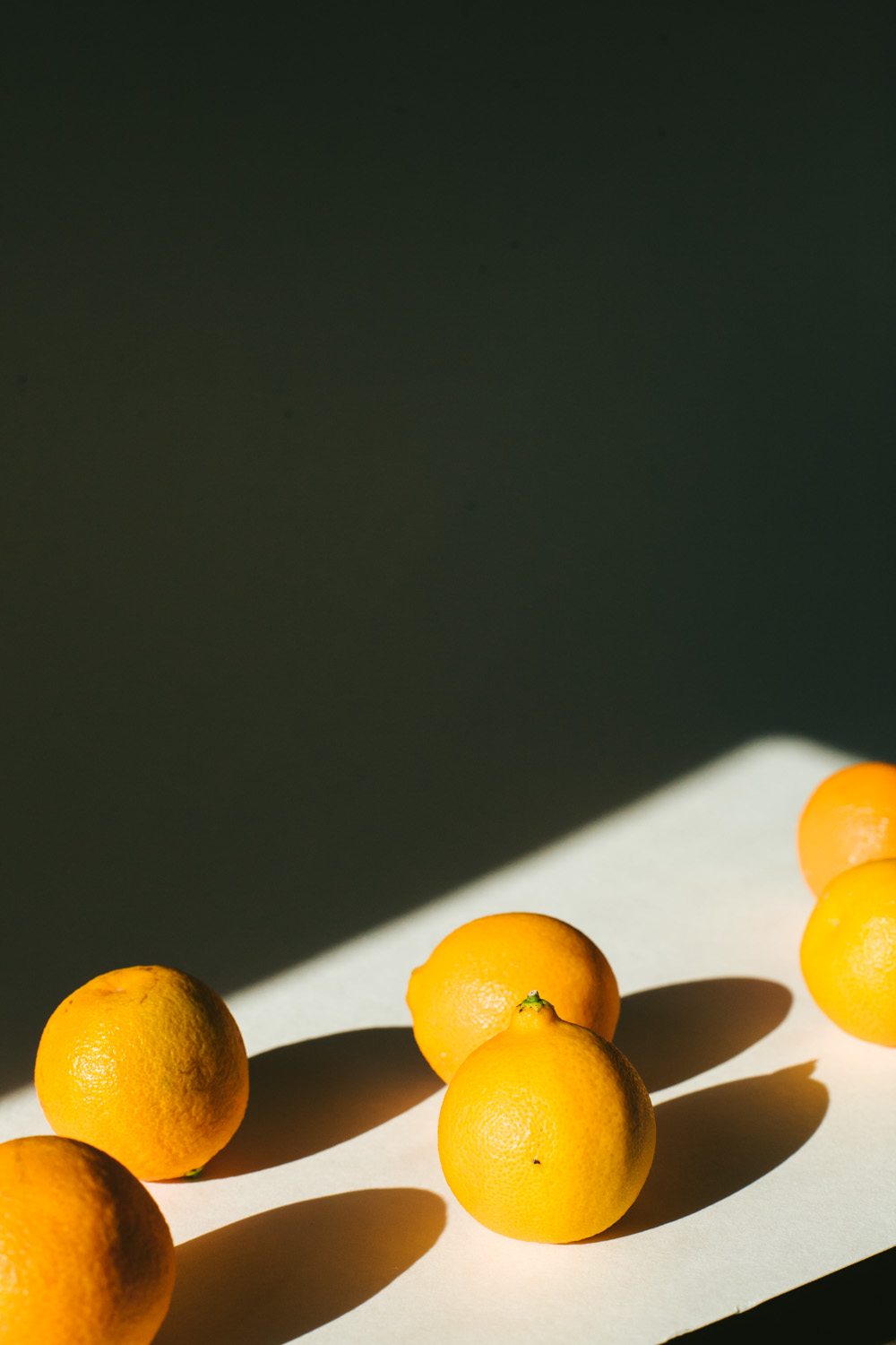 photo of oranges in hard light